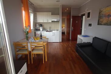 Rovinj, Jídelna v ubytování typu apartment, domácí mazlíčci povoleni a WiFi.