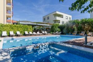 Family friendly apartments with a swimming pool Trogir - 16509