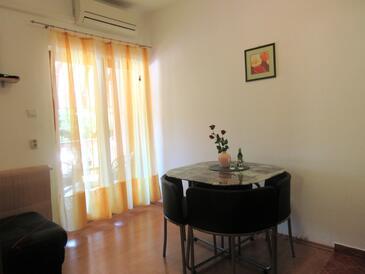 Štrmac, Jídelna v ubytování typu apartment, s klimatizací a WiFi.
