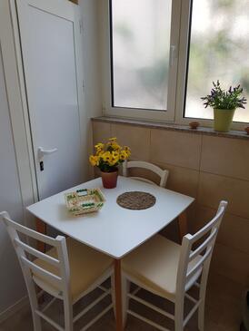 Makarska, Jedilnica v nastanitvi vrste studio-apartment, Hišni ljubljenčki dovoljeni in WiFi.