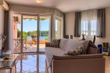 Medulin, Obývací pokoj v ubytování typu apartment, s klimatizací, domácí mazlíčci povoleni a WiFi.