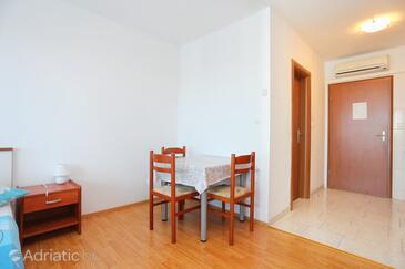 Trogir, Blagovaonica u smještaju tipa studio-apartment, WiFi.