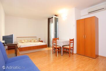 Trogir, Jídelna v ubytování typu studio-apartment, s klimatizací a WiFi.