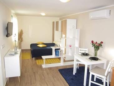 Mali Lošinj, Sala da pranzo nell'alloggi del tipo studio-apartment, condizionatore disponibile e WiFi.