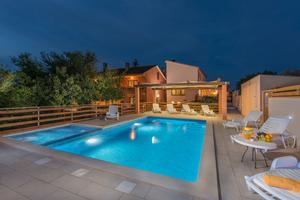 Family friendly apartments with a swimming pool Vinkuran (Pula) - 16556