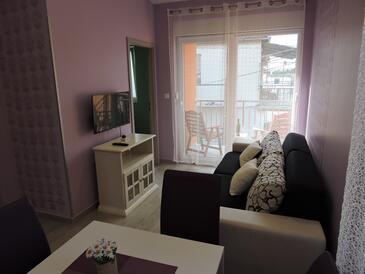 Biograd na Moru, Obývací pokoj v ubytování typu apartment, domácí mazlíčci povoleni a WiFi.