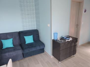 Biograd na Moru, Obývacia izba v ubytovacej jednotke apartment, domáci miláčikovia povolení a WiFi.