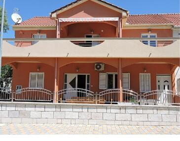 Biograd na Moru, Biograd, Объект 16561 - Апартаменты с галечным пляжем.