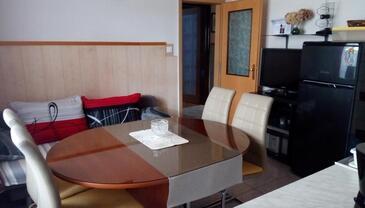Selce, Jídelna v ubytování typu apartment, domácí mazlíčci povoleni a WiFi.