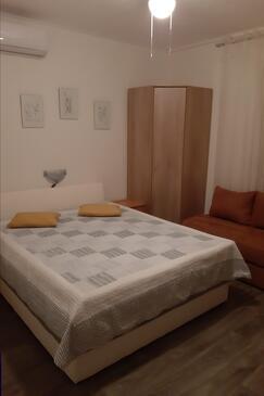 Selce, Ložnice v ubytování typu room, s klimatizací, domácí mazlíčci povoleni a WiFi.