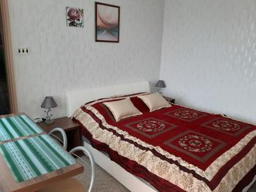 Selce, Slaapkamer in the room, air condition available, (pet friendly) en WiFi.