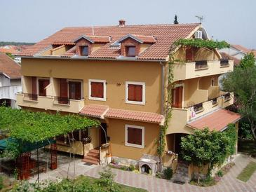 Biograd na Moru, Biograd, Property 16576 - Apartments and Rooms with pebble beach.