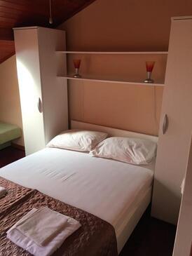 Biograd na Moru, Spálňa v ubytovacej jednotke room, klimatizácia k dispozícii a WiFi.