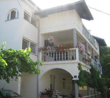 Turanj, Biograd, Propiedad 16585 - Apartamentos with pebble beach.