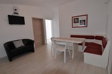 Tkon, Blagovaonica u smještaju tipa apartment, dostupna klima i WiFi.