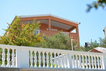 Tkon, Pašman, Property 16589 - Apartments by the sea.