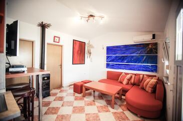 Vir, Obývací pokoj v ubytování typu apartment, s klimatizací a WiFi.