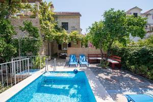 Family friendly apartments with a swimming pool Sutivan (Brač) - 16593