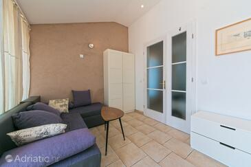 Brela, Living room in the apartment, air condition available, (pet friendly) and WiFi.
