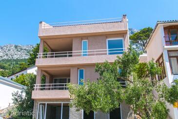 Brela, Makarska, Property 16596 - Apartments with pebble beach.