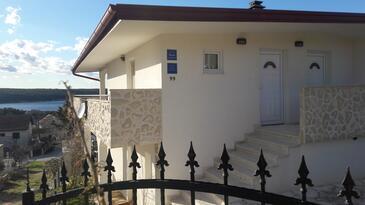 Karin Gornji, Novigrad, Objekt 16610 - Ubytování s oblázkovou pláží.