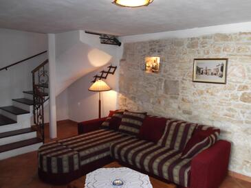 Valtura, Living room in the house, air condition available, (pet friendly) and WiFi.
