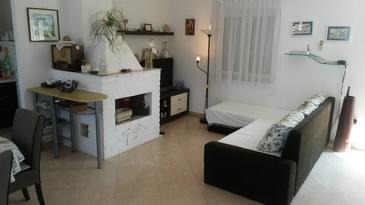 Supetar, Living room in the house, air condition available, (pet friendly) and WiFi.