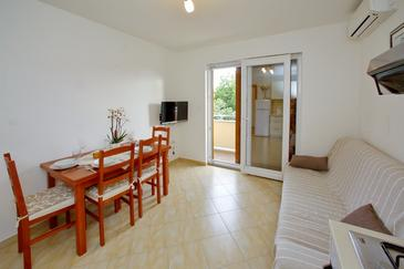 Sukošan, Living room in the apartment, air condition available and WiFi.