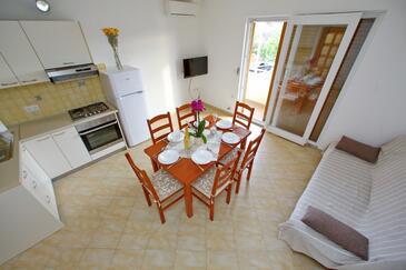 Sukošan, Obývací pokoj v ubytování typu apartment, s klimatizací a WiFi.