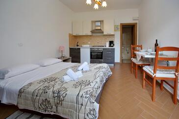 Sukošan, Spalnica v nastanitvi vrste studio-apartment, dostopna klima in WiFi.