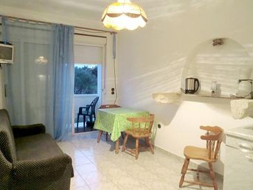 Banjol, Dining room in the apartment, (pet friendly) and WiFi.