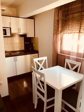 Makarska, Kuchyně v ubytování typu studio-apartment, WiFi.