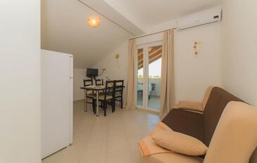 Pakoštane, Salon dans l'hébergement en type apartment, climatisation disponible et WiFi.