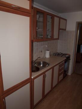 Vir, Kuchyňa v ubytovacej jednotke apartment, klimatizácia k dispozícii a WiFi.