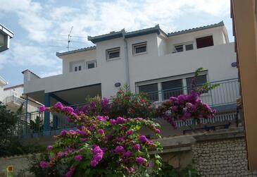 Mastrinka, Čiovo, Objekt 16695 - Apartmaji in sobe v bližini morja s prodnato plažo.