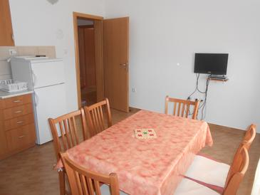 Raslina, Dining room in the apartment, air condition available and WiFi.