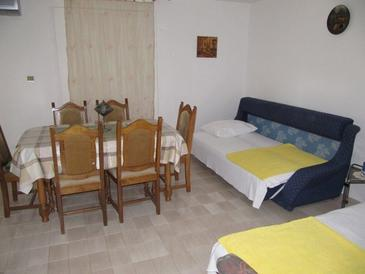 Povljana, Living room in the apartment, air condition available and WiFi.
