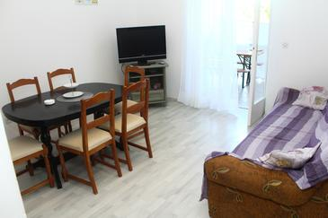 Sveti Filip i Jakov, Obývací pokoj v ubytování typu apartment, s klimatizací a WiFi.
