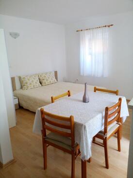 Valun, Jídelna v ubytování typu studio-apartment, s klimatizací a WiFi.