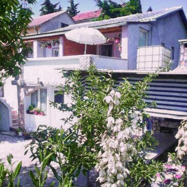 Karin Gornji, Novigrad, Объект 16716 - Апартаменты вблизи моря с галечным пляжем.