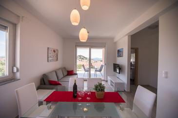 Tribunj, Salon dans l'hébergement en type apartment, climatisation disponible et WiFi.