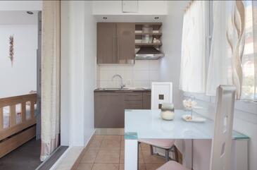 Makarska, Sala da pranzo nell'alloggi del tipo studio-apartment, condizionatore disponibile e WiFi.