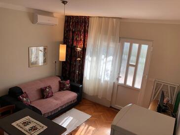 Barbat, Camera di soggiorno nell'alloggi del tipo apartment, condizionatore disponibile, animali domestici ammessi e WiFi.