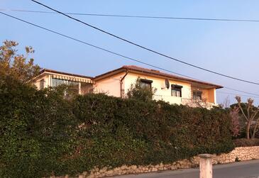 Barbat, Rab, Alloggio 16723 - Appartamenti affitto con la spiaggia sabbiosa.