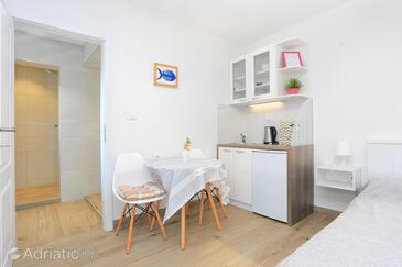 Trogir, Столовая в размещении типа studio-apartment, WiFi.