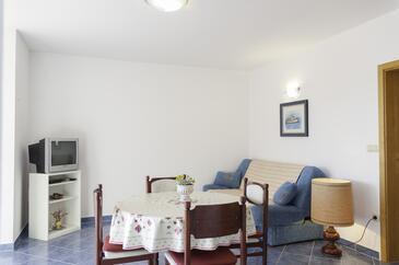 Supetarska Draga - Gonar, Obývací pokoj v ubytování typu apartment, s klimatizací, domácí mazlíčci povoleni a WiFi.