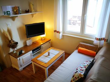 Betina, Woonkamer in the apartment, air condition available en WiFi.
