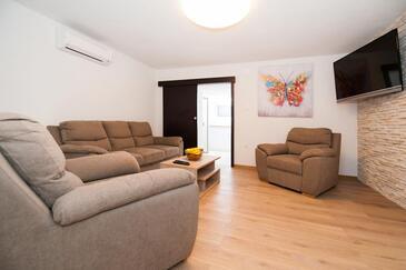 Milna, Obývací pokoj v ubytování typu house, s klimatizací a WiFi.