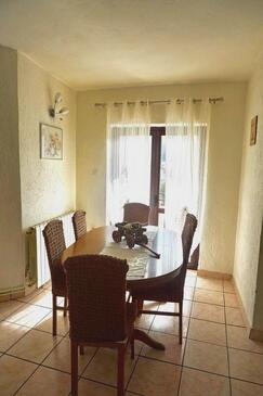 Senj, Jídelna v ubytování typu apartment, domácí mazlíčci povoleni a WiFi.