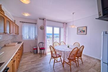 Supetarska Draga - Gonar, Jídelna v ubytování typu apartment, domácí mazlíčci povoleni a WiFi.
